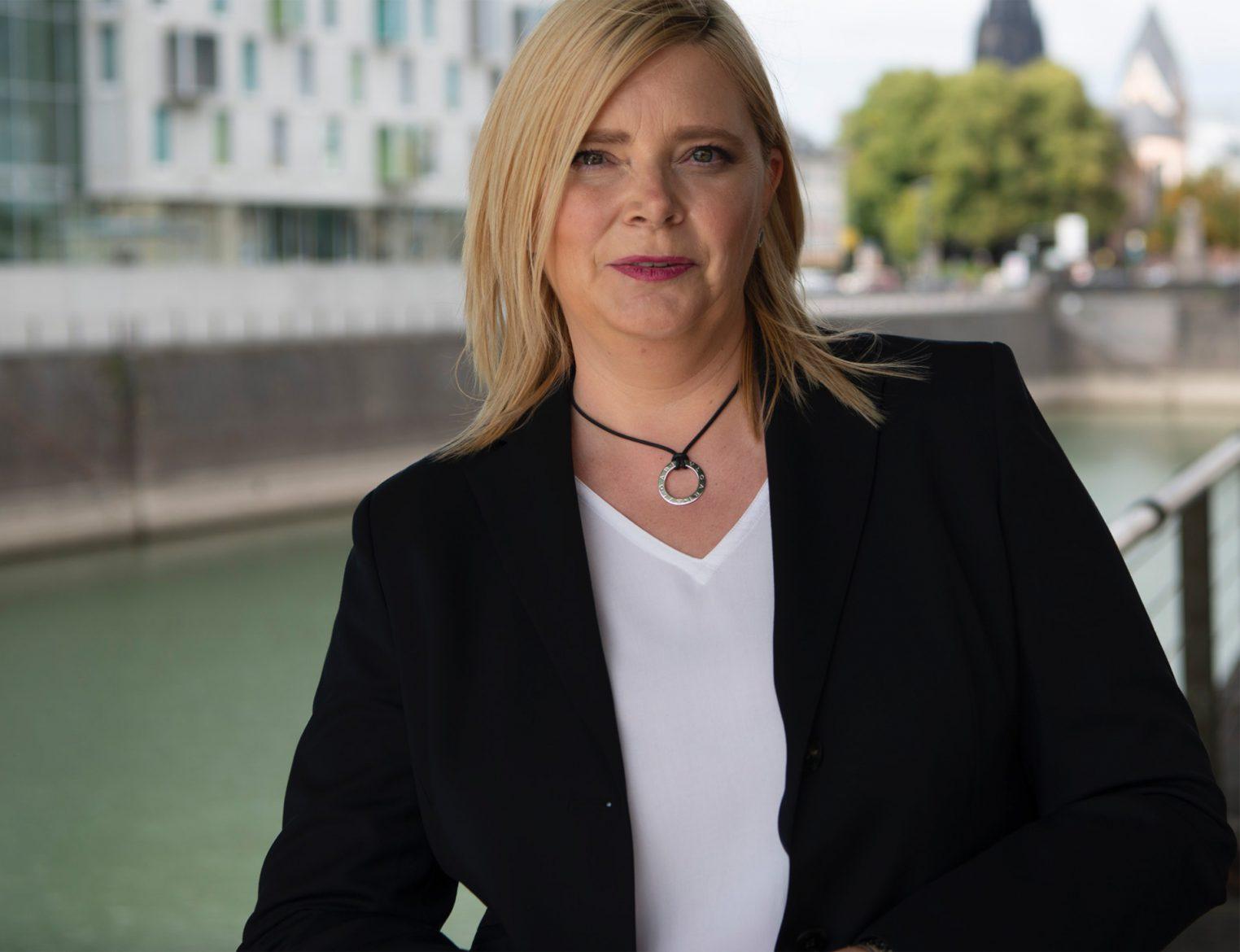 Steuerberaterin & Wirtschaftsprüferin Anja Gaedike im Rheinauhafen, Köln