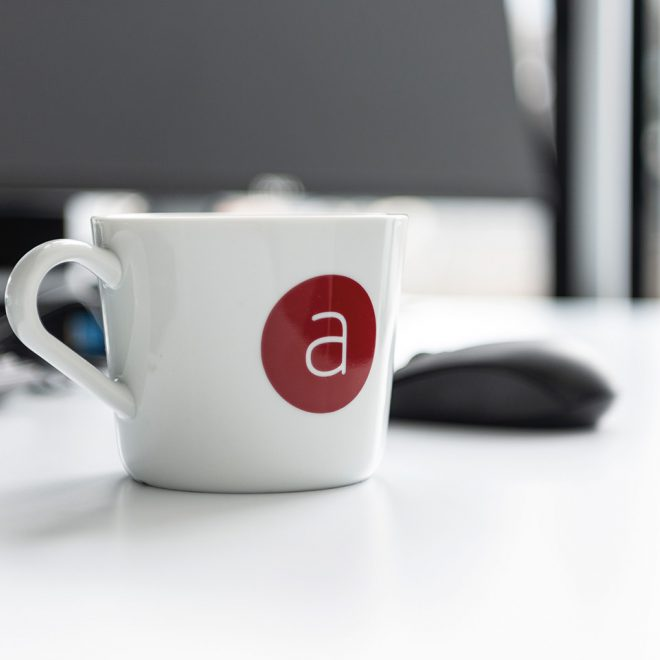 """Kaffeetasse mit """"a"""" Aufdruck"""
